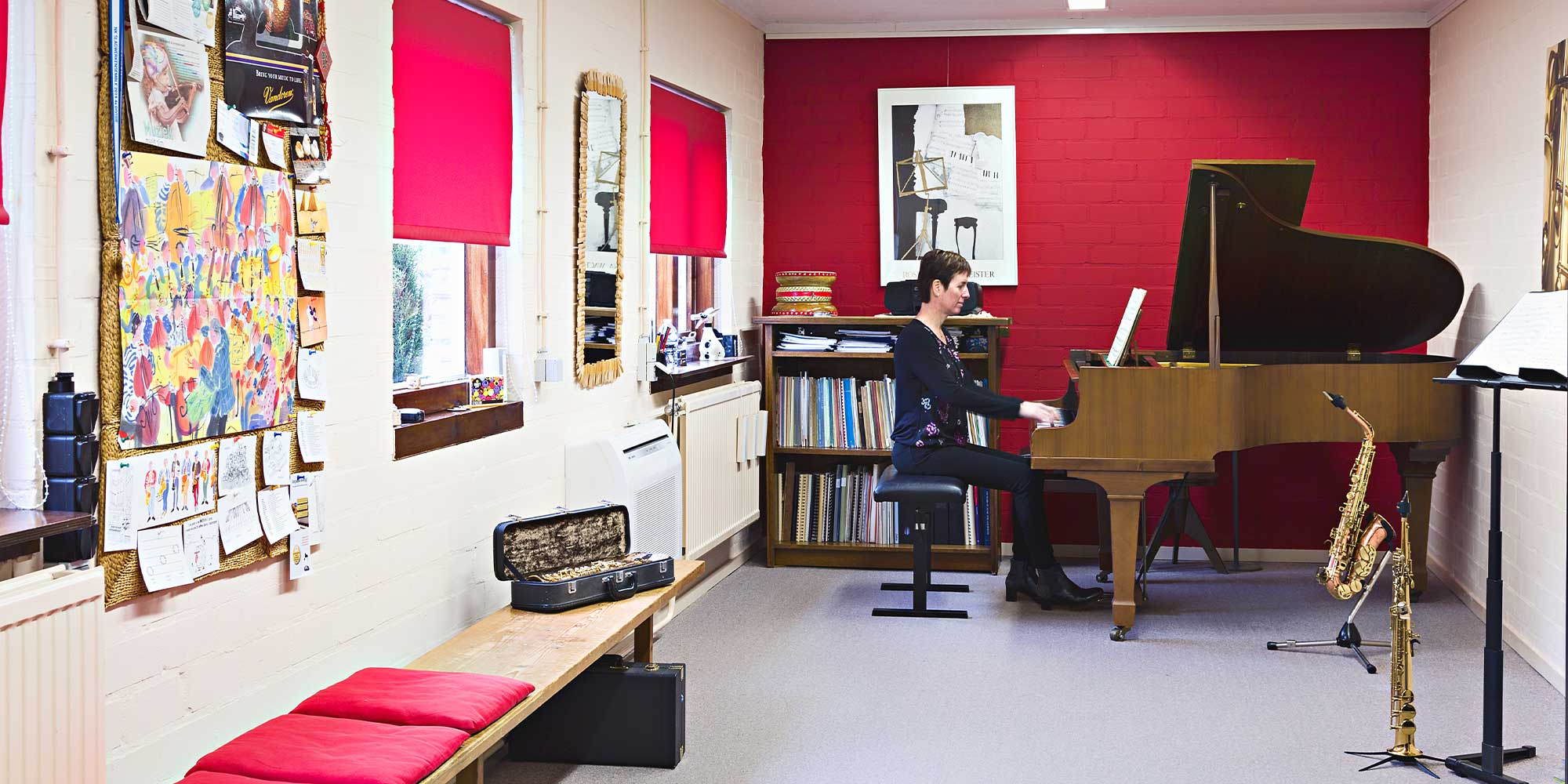 Suzanne Welters in haar muzieklokaal aan huis. Perfect voor piano- en saxofoonlessen!